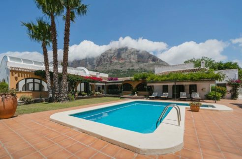 private pool with mountain views_property for sale in spain