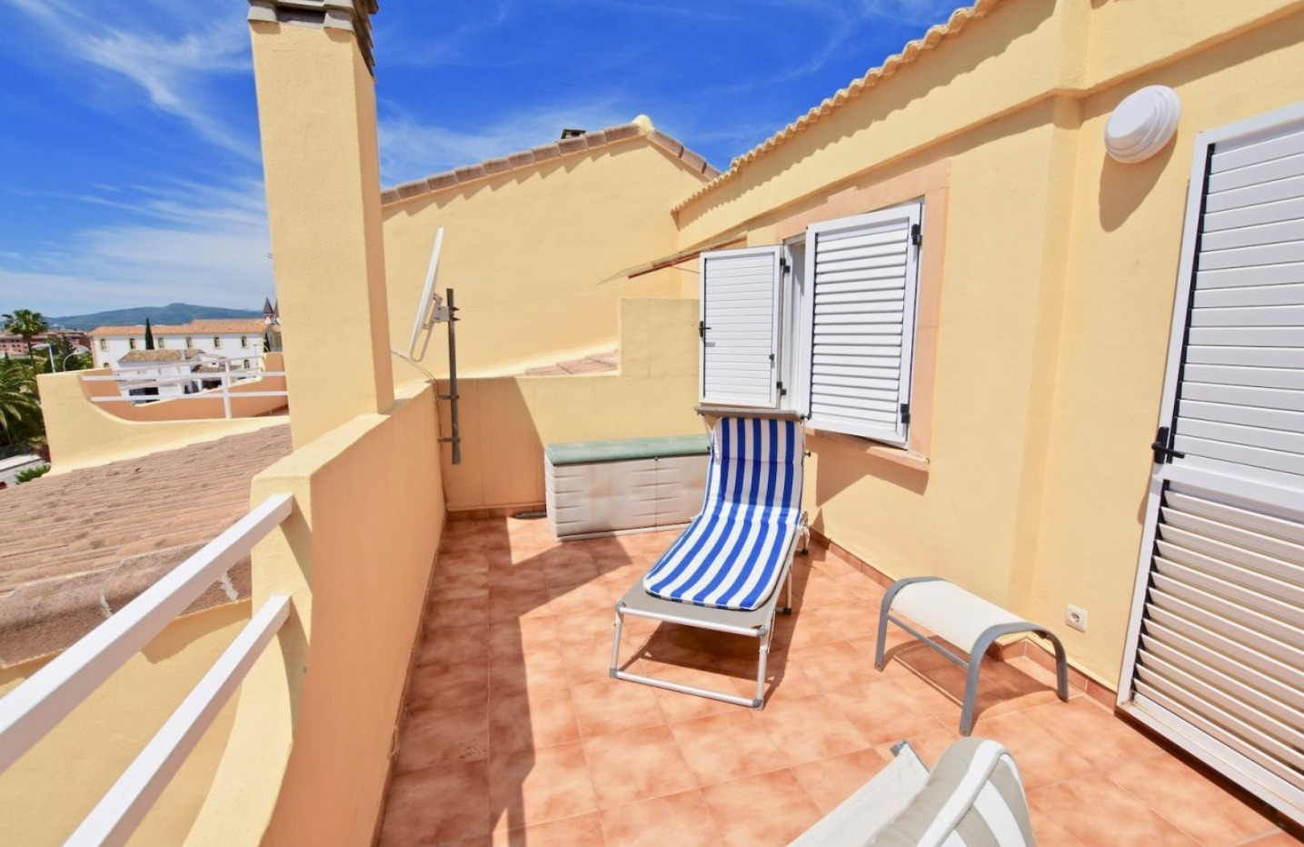 Spacious 4 bedroom duplex apartment - Property Owners ...